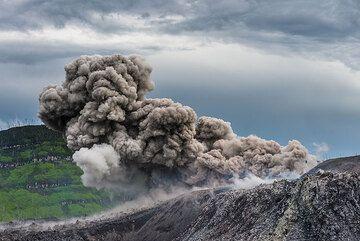 Eruption from the lower vent of Ibu volcano (Halmahera, Indonesia) (Photo: Tom Pfeiffer)