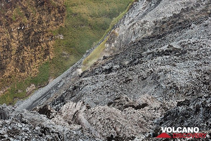 View down into the northern gap, invaded by several lava flows emplaced since 1998. (Photo: Tom Pfeiffer)