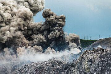Beautiful eruption from the lower vent of Ibu volcano. (Photo: Tom Pfeiffer)