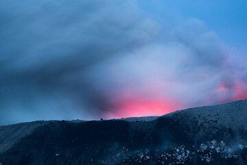 Weak strombolian activity from the central cone at dusk. (Photo: Tom Pfeiffer)