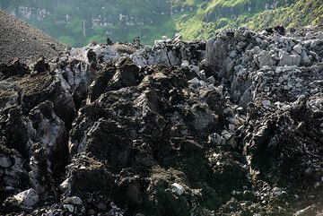 The blocky surface of the lava dome in Ibu's crater. (Photo: Tom Pfeiffer)