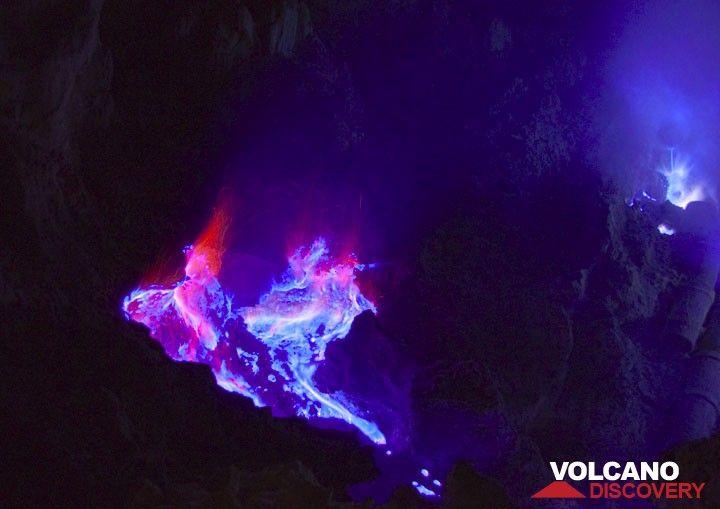 Burning fumarole at night. (Photo: Andi Rosadi)