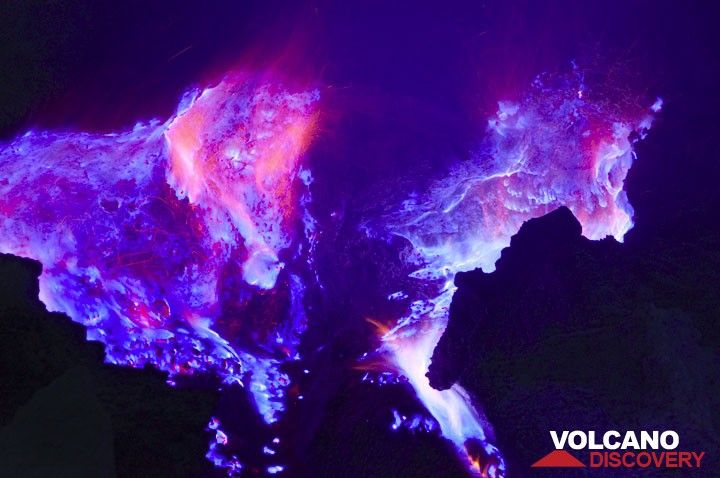 The shape of a strange fiery demon? (Photo: Andi Rosadi)