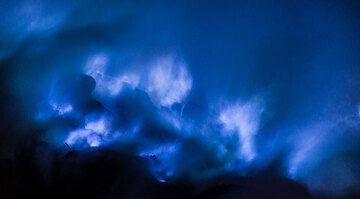 Blue flames (Photo: Tom Pfeiffer)