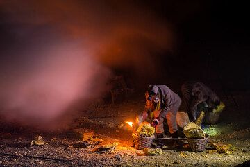 Another mine worker joins him. (Photo: Tom Pfeiffer)