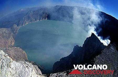 Kawah Ijen acid crater lake (East Java, Indonesia) (Photo: Tom Pfeiffer)