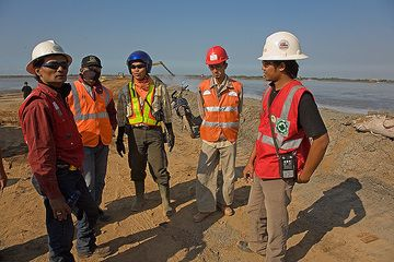 Engineer Dodi and some of his crew. (Photo: Tom Pfeiffer)