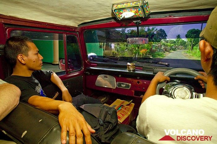 Our friend and guide Majid in the Jeep (Photo: Tobias Schorr)