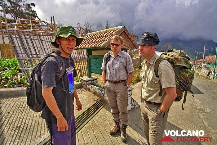 Our guide Majid, Christian and Stefan before descending into the Tengger caldera (Photo: Tobias Schorr)