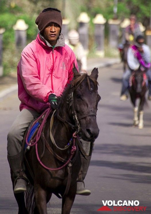 Horse rider at the Tengger caldera (Photo: Tobias Schorr)