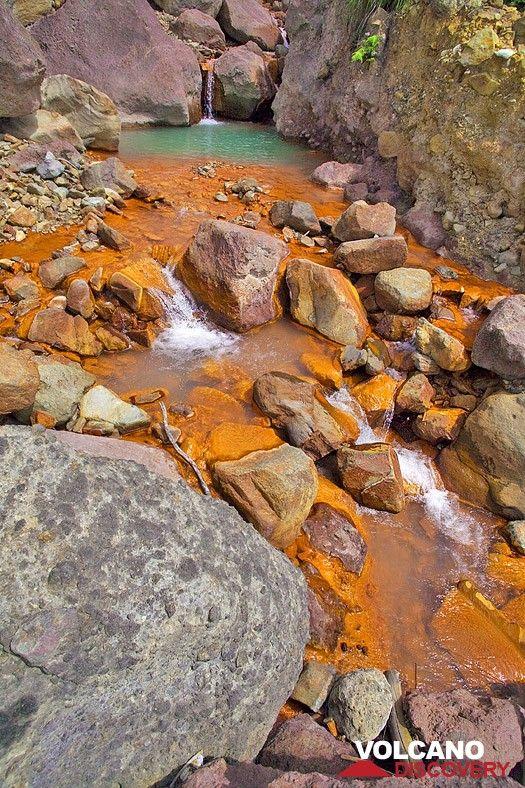 The red acid creek inside the Papadayan volcano (Photo: Tobias Schorr)