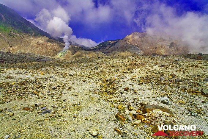 Moonscape of Papadayan volcano (Photo: Tobias Schorr)
