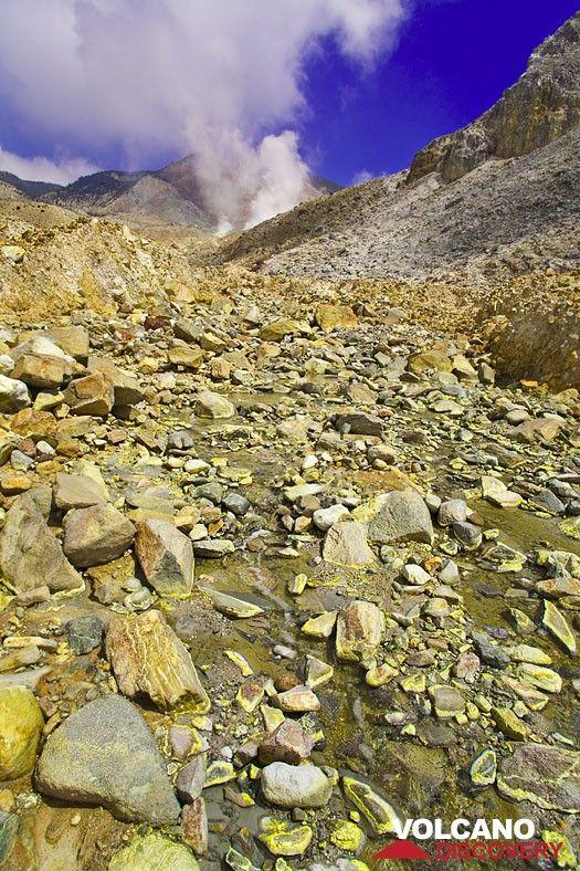 Sulphur deposits in a acid creek inside the crater valley of Papadayan volcano (Photo: Tobias Schorr)