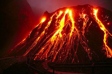 The active lava dome of Kelut volcano in East Java (Nov 2007) (Photo: Tom Pfeiffer)