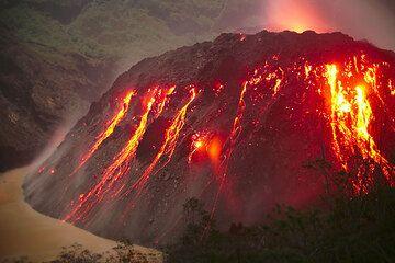 Einer der interessantesten Lavadome in Indonesien, als er noch am wachsen war... (Photo: Tom Pfeiffer)