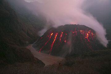 Kelud's lava dome (Photo: Tom Pfeiffer)