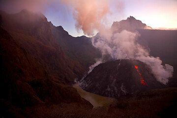 Early morning light on the caldera of Kelud. (Photo: Tom Pfeiffer)