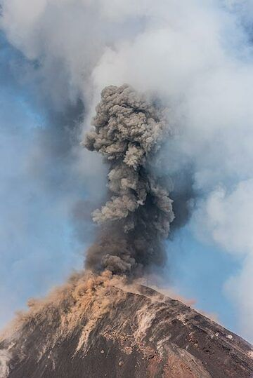 The ash plume penetrates the white steam plume rising from the lava ocean entry at the coast. (Photo: Tom Pfeiffer)