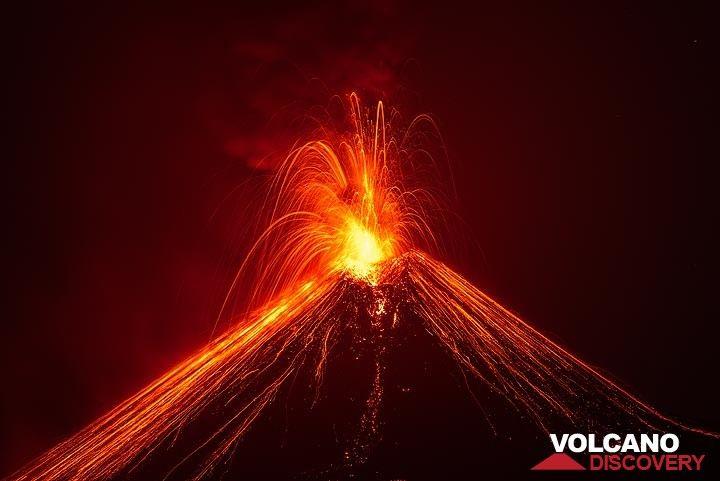 Moderately strong explosion of Anak Krakatau on 20 Nov 2018 morning. (Photo: Tom Pfeiffer)