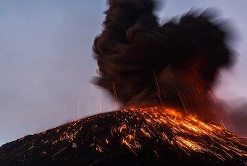 Ash plume rising from an explosion that just ended. (Photo: Tom Pfeiffer)