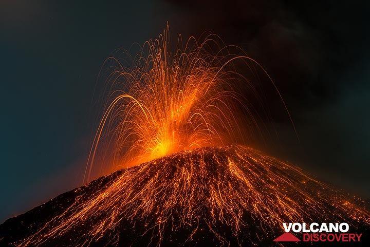 Strombolian explosion at Krakatau on 20 Nov 2018 evening. (Photo: Tom Pfeiffer)
