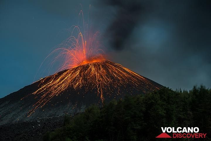 Strombolian activity at Anak Krakatau on 20 Nov 2018 (Photo: Tom Pfeiffer)