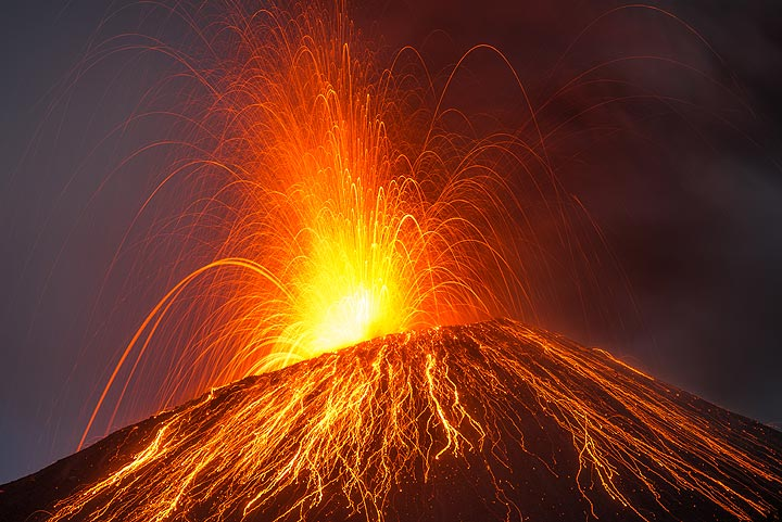 """""""Classic"""" strombolian eruption with lots of red hot lava. (Photo: Tom Pfeiffer)"""