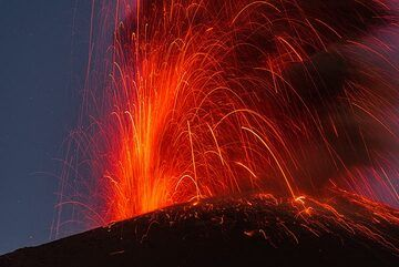 A moderately strong eruption seen from Anak Krakatau. (Photo: Tom Pfeiffer)