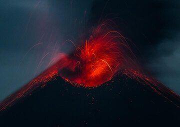 krakatau_k19810.jpg (Photo: Tom Pfeiffer)