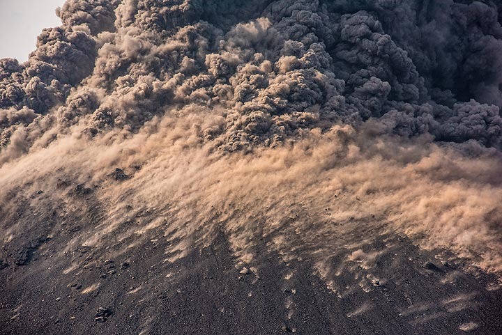 Dust from bomb impacts and the lower part of the dense ash plume. (Photo: Tom Pfeiffer)