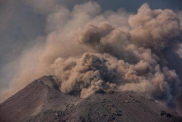 Phase of weak ash emissions. (Photo: Tom Pfeiffer)