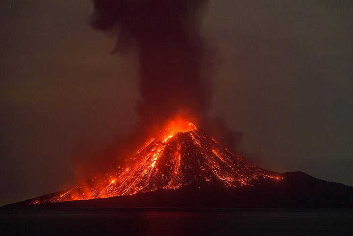 View of the aftermath of the explosion: the cone is covered with glowing lava bombs and a dense ash plume rises about 2 km above the cone of Anak Krakatau. (Photo: Tom Pfeiffer)