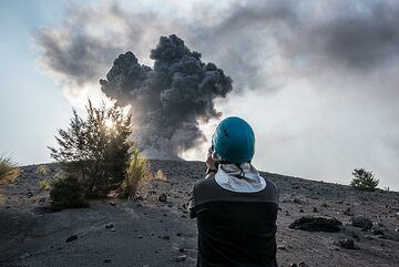 Observing the activity with care from Anak Krakatau. (Photo: Tom Pfeiffer)