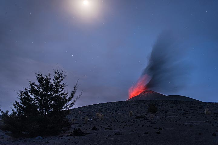 Strombolian eruption with the quarter moon above. (Photo: Tom Pfeiffer)