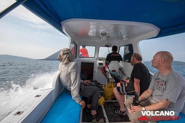 On the way to observe Anak Krakatau from closer by boat (Photo: Tom Pfeiffer)