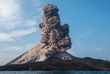 On 22 Dec 2018, continued eruptions of Anak Krakatau had accumulated too much weight on the cone, which is built on top of a steep underwater slope. This made it prone to landslides and explosions like this one could have triggered it to give way. (Photo: Tom Pfeiffer)