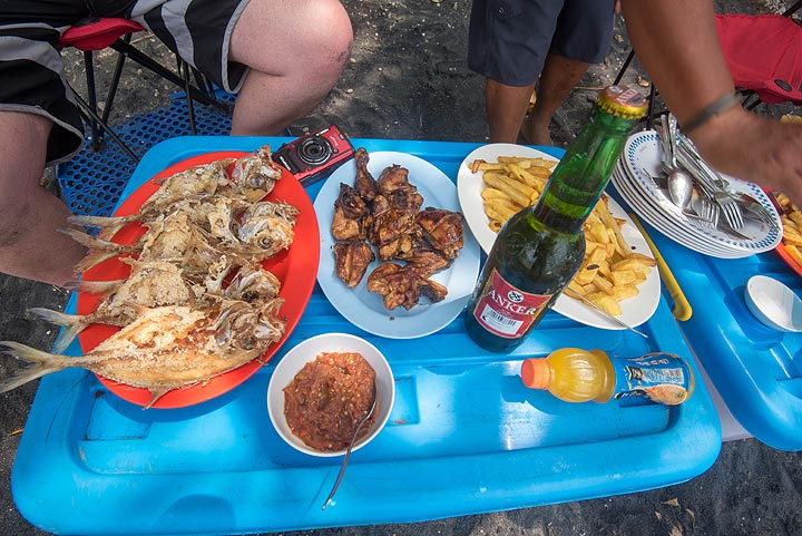 Lunch prepared by Galih during the shift on 16 Oct (Photo: Tom Pfeiffer)