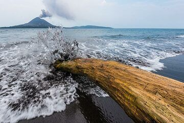 Arriving wave and volcano in background. (Photo: Tom Pfeiffer)