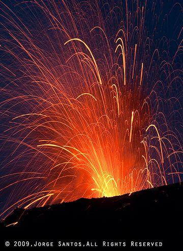 Strombolianischer Ausbruch (Photo: Jorge Santos)