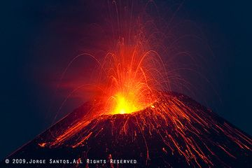 Strombolian explosion from the new crater. (Photo: Jorge Santos)