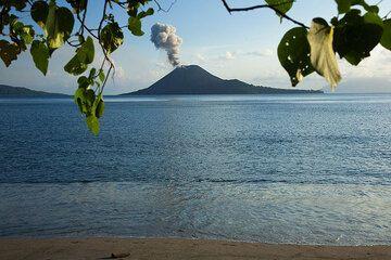 The eruption of Anak Krakatau seen from the tropical paradise beach of Rakata. (Photo: Tom Pfeiffer)