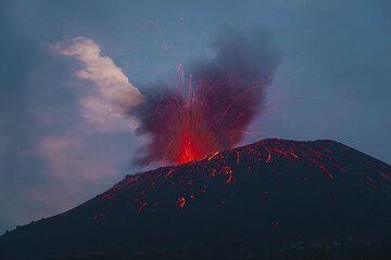 krakatau_i1800.jpg (Photo: Tom Pfeiffer)
