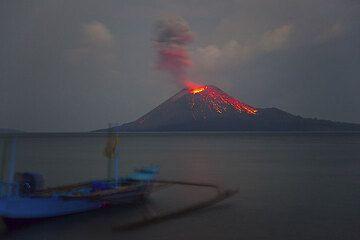 krakatau_i1979.jpg (Photo: Tom Pfeiffer)