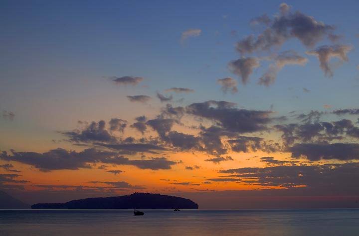 Eastern sky at dawn (Photo: Tom Pfeiffer)