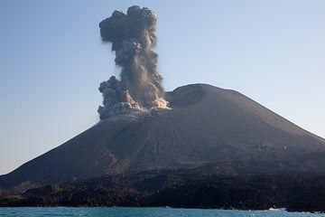 krakatau_g4755.jpg (Photo: Tom Pfeiffer)