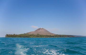 View of Anak Krakatau from the sea (Photo: Tom Pfeiffer)