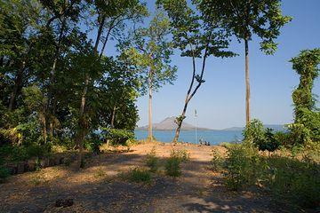 View onto Anak Krakatau  (Photo: Tom Pfeiffer)