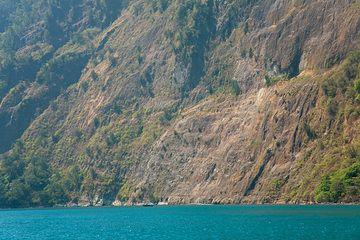 The steep collapse scarp left by the 1883 eruption of Krakatau (Photo: Tom Pfeiffer)