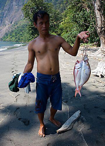 Fresh fish! (Photo: Tom Pfeiffer)