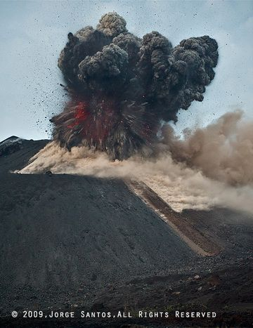 After less than 1 second into the eruption, the dense mass of rocks and hot lava that had been plugging the conduit explodes and starts to form a rising ash plume. Many blocks ejected at high speed are advancing in all directions above and to all sides of the ash plume. (Photo: Jorge Santos)